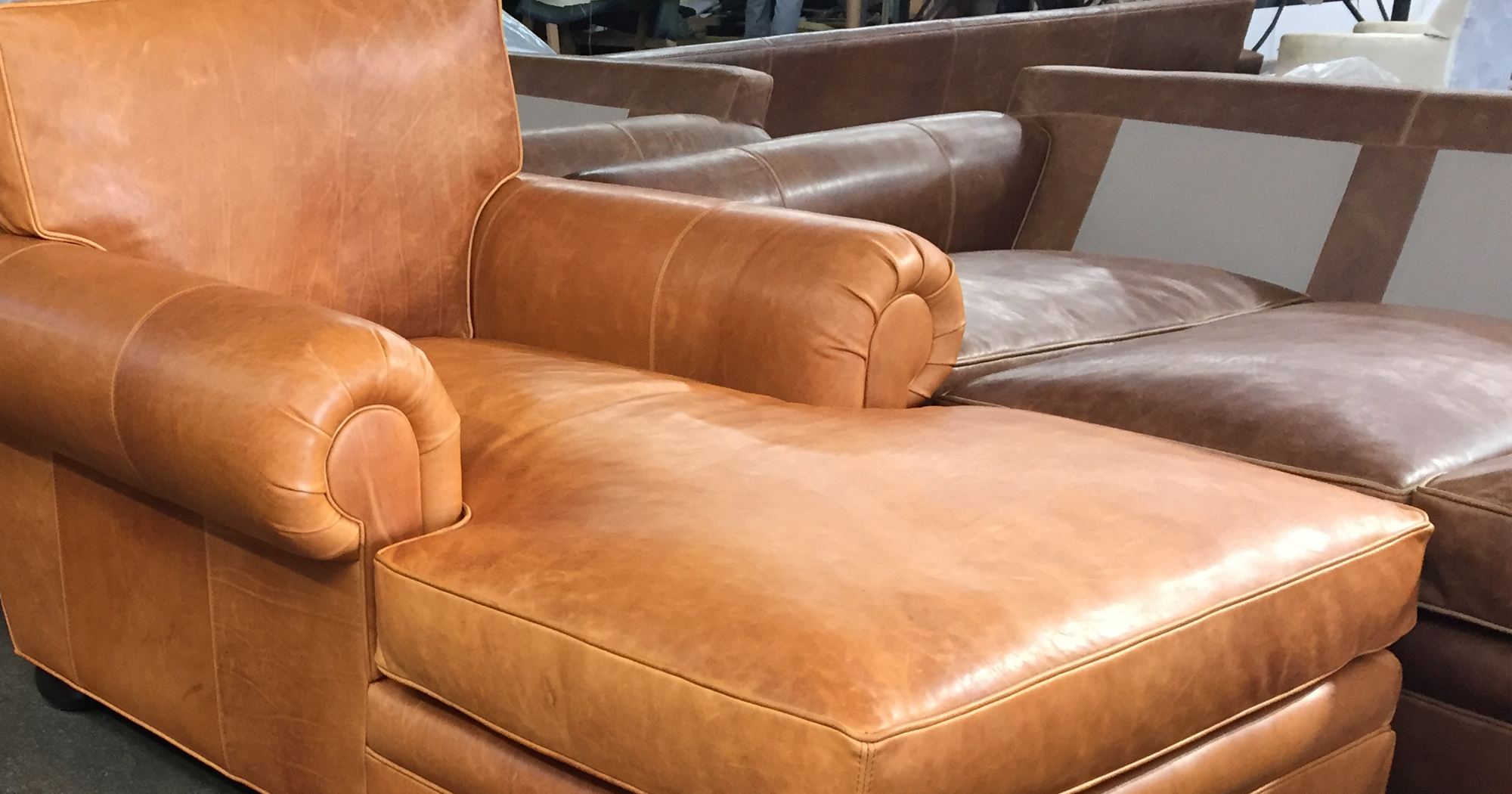 Langston Leather Chaise in Italian Domaine Bronze